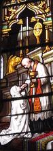 witraż w kościele w Joigny przedstawiający przyjęcie Pierwszej Komunii świętej przez Zofię